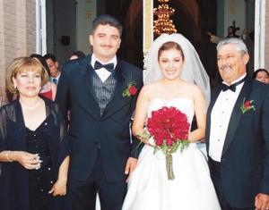 Los novios Berenice y Arturo, Olga Rodríguez y Óscar Torres.