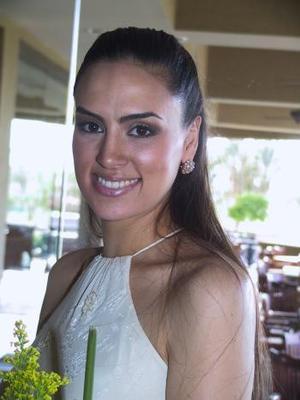<b>08 agosto</b> <p> Josie Valdés Leal disfruto de su primera despedida de soltera