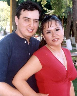 Jorge Pérez Vázquez y Mayela Delgado Fematt.