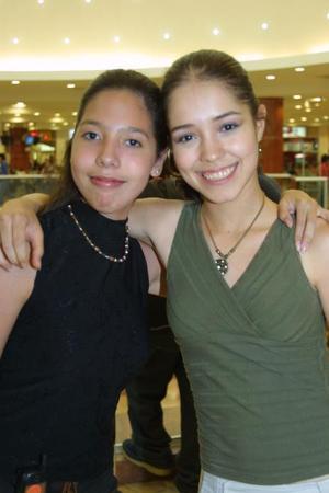 Janett Robles Moreno y Arlette Gil Castillo.