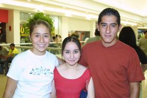 <b> 09 de agosto </b>  <p>Valeria Acosta , Sofía Vázquez y  Sergio Mejía Favila.