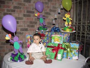 Numerosos obsequios recibió en su fiesta de cumpleaños el niño Juan Carlos Martínez Blanco.