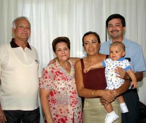 Francisco Arroyo Chávez, Martha de Arroyo, Brenda Luna de Arroyo, Francisco Fernando Arroyo Hernández  y Diego Armendáriz en pasado convivio familiar.