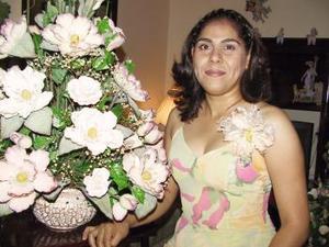 <b>09 agosto</b> <p> Una fiesta pre nupcial le ofrecieron a María Elena Escobedo Gutiérrez.