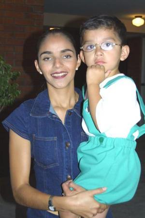 Patricia Morales de Martínez con su hijo José Alejandro Martínez.