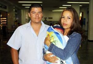 César Reyes, Yesenia González y el pequeño Kevin Reyes regresaron a Tijuana, luego de pasar las vacaciones en esta ciudad.