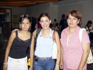 De vacaciones viajaron a Mazatlán, Nayelí Aburto de Fernández, Nayelí Fernández y Lety Aburto de Torres.