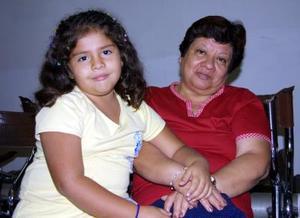 Elsa Morales Ávila y Elsa Pamela Villavicencio Estrada regresaron  al D.F., luego de vacacionar en Torreón.