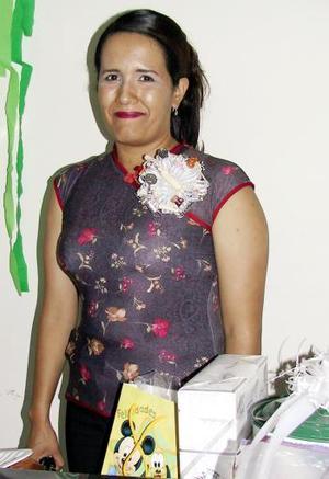 Numerosos obsequios recibió en su primera despedida de soltera, Leonor Adriana Salazar Cortinas