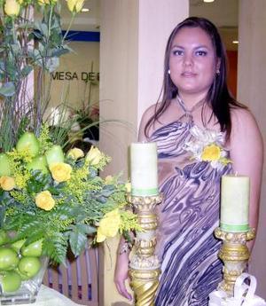Una fiesta de despedida fue ofrecida en honor de Perla Monserrat Farías James