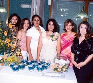 Acompañaron a María Teresa del Rocío Vázquez Martínez en su despedida de soltera, sus amigas, Mariana Corral, Ángeles Escamilla, Brenda Jara, Marcela Vázquez, Mirna Ruiz y Lorena Espino.