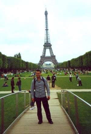 De una feliz estancia dusfrutó Jorge Villa Esquivel, durante sus vacaciones en París, Francia.