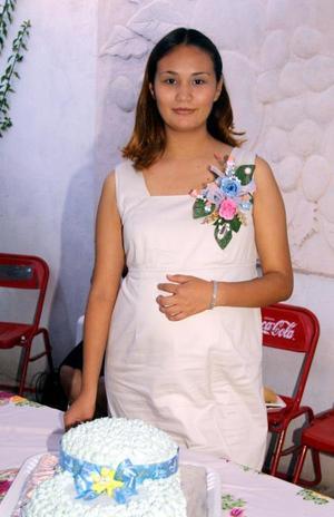 Janntte Samir Gómez de Ramírez disfrutó de una fiesta de canastilla con motivo del cercano nacimiento de su bebé.