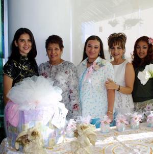 Lizbeth Vázques de Huerta fue homenajeada con una fiesta de regalos para bebé organizada por Vicky de Vázquez y Bertha de Huerta
