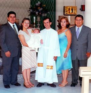 Los señores Rubén Gómez Nava y Aseneth Pérez de Gómez llevaron a su hijo a la pila bautismal de la parroquia Los Ángeles, fueron sus padrinos Fernado Reza y Carolina Romo Reza.