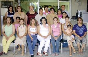 <b> 10 al  11de agosto </b> <p>Yolanda de Moreno disfrutó de una  agradable convivencia en la fiesta de regalos para bebé que le ofreció Érika Ramos.