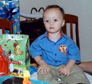 El pequeño Sebastián fue captado en la fiesta de cumpleaños que le ofrecieron sus padres, los señores Jaime Villanueva y Mónica González de Villanueva por su primera año de vida.