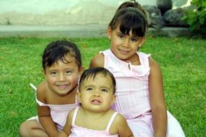 En un convivio infantil fueron captadas las niñas Natali, Luisa y Paulina Brad Fajer.