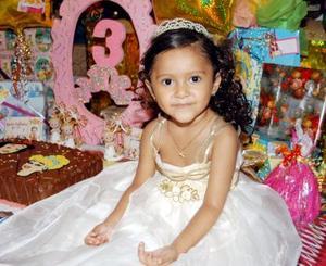 Karla Daniela Ramírez Méndez en la fiesta que le ofrecierons us padres Daniel y Laura Ramírez al cumplir tres años de edad.