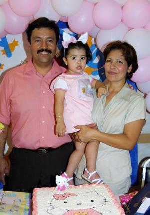 La pequeña Melyssa cumplió tres años de edad y los celebró con una piñata. Sus padres son Manuel H Mena y Mely Salazar de Mena.