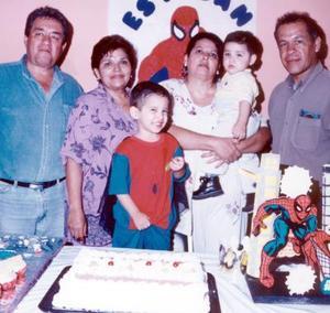 Por su tercer cumpleaños, el pequeño Esteban fue festejado por sus familiares y amistades.