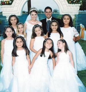 Juan y Anny  con sus damitas, Karla Domínguez, Paola Muñoz, Pamela Ayup, Vianey Domínguez, Almita Segura, Hypatía Muñoz, Valeria Ayup, Hypatía Acevedo y Yamile Muñoz.