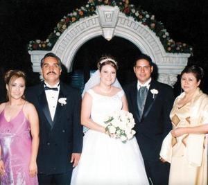 Mariana Juárez, Juan Manuel Juárez y María Isabel Salazar acompañan a Anny y Juan Manuel