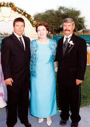 Sra. Anita Romero  de Ayup y sus hijos Homero y Salomón Ayup Romero