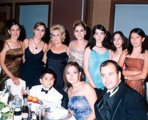 <b> 10 al 11 de agosto <b> <p>Vanessa de Sandell, Fabiola Garza, Elvira Gutiérrez, Arlina Garza, Lupita y Rocío Moreno, niño Rafael Garza, Sandra de la garza y Rafael Garza.