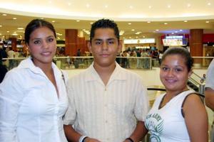 Daniela Estrada, Migual Algara y Mónica Barraza.