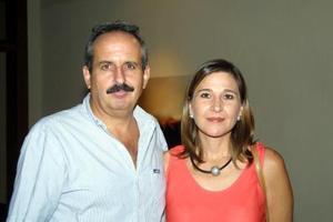 Jorge Martínez Sada y Mónica Bernal de Martínez.