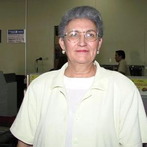 María de la Paz González de García viajó a Tijuana en plan de trabajo.