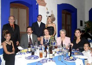 María Luisa de Barragán, Augusto Barragán, Arnoldo Rodríguez, Estela de Rodríguez, Nela Rodríguez, Mario Valdés, Estela Barragán, Elsa de Ríos y Jorge Ríos.
