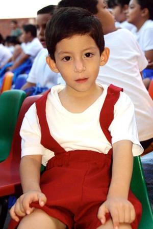 <b> 12 de agosto </b> <p>  Rafael Ibarra Holguín, captado en una ceremonia de graduación.
