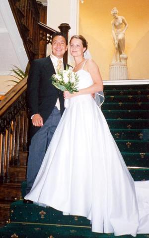 Lic. R.I. Ernesto Godina Murillo y la Srita. Lic. M.A. Amaya Emily Chandler quienes el pasado 26 de julio contrajeron matrimonio  en Somerset Inglaterra