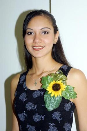 Por su cercano enlace nupcial , Karla Verónica Lozano fue festejada con un convivio.