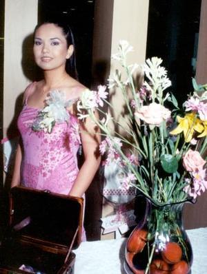 <b>13 de agosto</b> <p> Verónica Rivera, en su primer convivio pre nupcial.