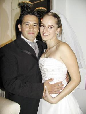 Bejnamín Ávalos Méndez y Patricia de la Torre Dillon disfrutaron de su banquete de boda.jpg