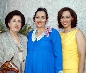 Maribel Zarzar Charur fue festejada con una fiesta de canastilla ofrecida por su mamá Ana María Charur de Zarzar y su hermana Marilú Zarzar Charur.
