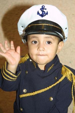 Con un elegante traje de marino, Ulises Sebastián Rubio Cárdenas acudió al convivio que le ofreció por sus tres años de vida, su mamá Margarita Rubio Cárdenas