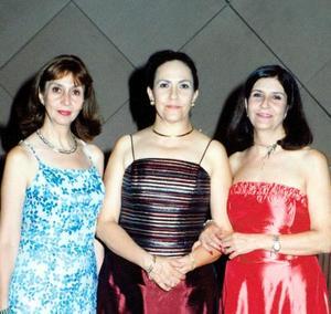 Adela Medina, Marcela Medina de Delgado y Margarita Medina en la recepción de bodas de Javier y Mariana Delgado Medina.
