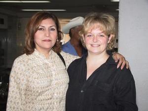 Chrisele Garnier viajó a París, Francia para tratar varios asuntos personales, la despidió Rosario Méndez