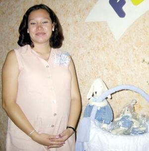 Nadia Loamhy Contreras Pimentel en la fiesta de canastilla que le ofrecieron por el cercano nacimiento de su bebé