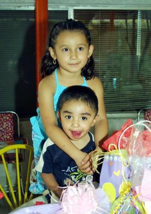 Valeria y Luis E. Hernández celebraron su primer y quinto aniversario de vida, respectivamente, con un convicio .