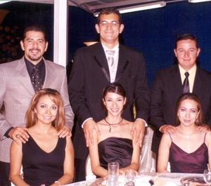 Julián Montoya y Elva Chavarría, Carlos Rodríguez y Carla Sosa, Fernando Campo y Roxana Ortega.