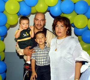 Los niños Jesús Francisco y Felipe Eduardo festejaron su quinto y segundo cumpleaños respectivamente con un convivio ofrecido por sus papás.