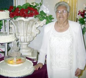 La señora Paula Ibarra de Elizondo celebró sus ocho décadas de vida con una reunión familiar.