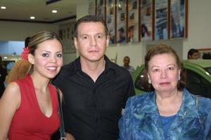 Liliana González Miranda, Vicente Izaguirre, Martín y Elvira M. de Izaguirre.