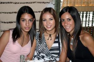 Lizeth Giacomán , Paola Guerrero y Lorena González.