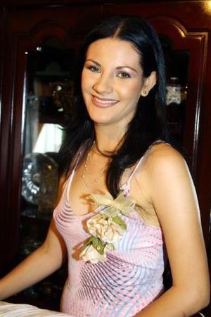 Guadalupe Mesta Frías en la fiesta de despedida que le ofrecieron por su cercano matrimonio con José Morales Aldana.